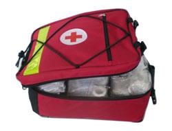 nahrbtnik za prvo pomoč za šole in društva - rdeči - napolnjen s sanitetno opremo
